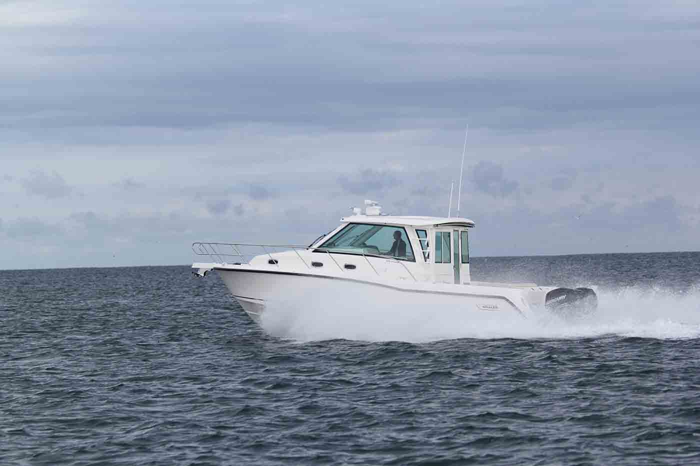 Boston-Whaler-345-Conquest-Pilothouse-Gallery-3