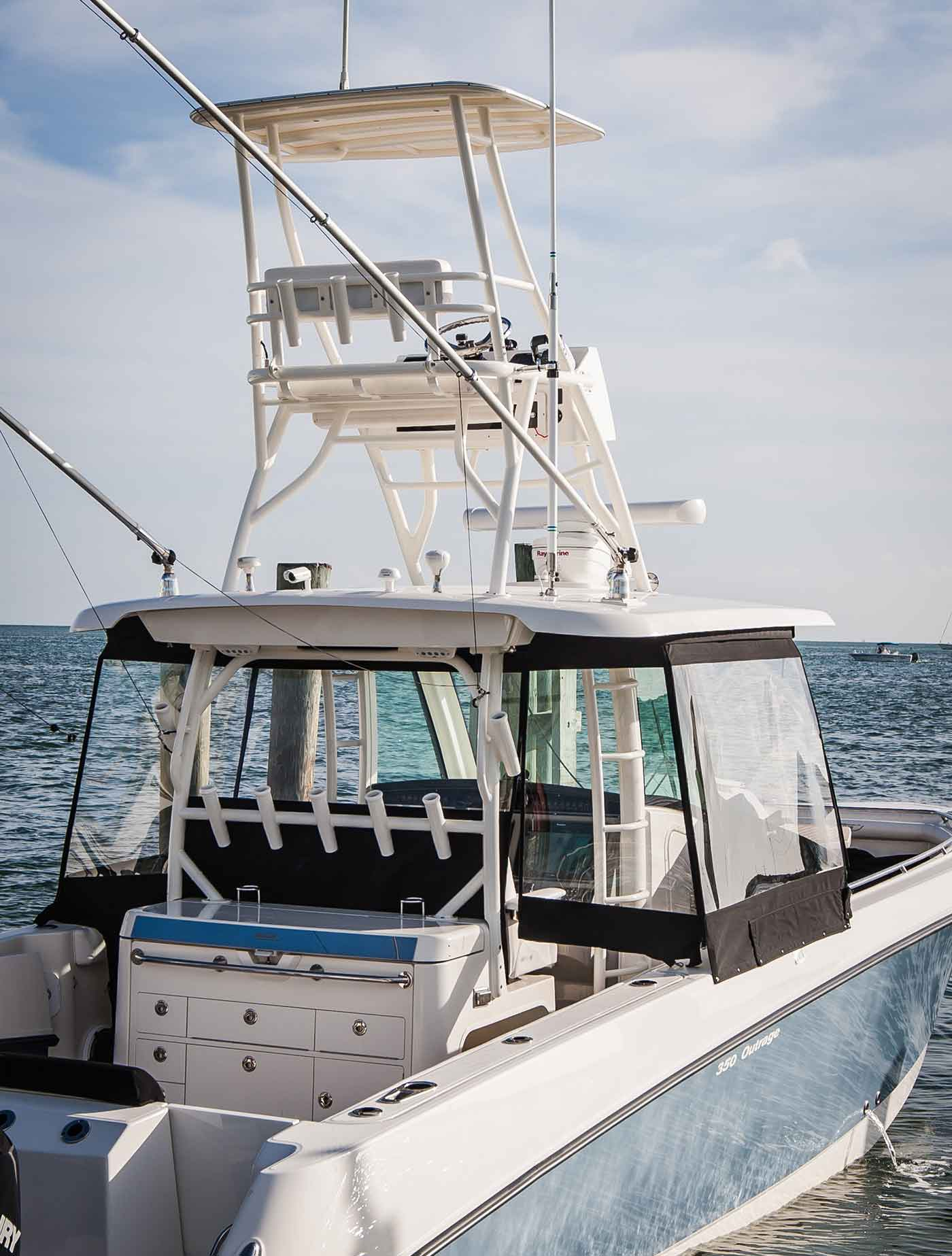 Boston-Whaler-350-Outrage-Gallery-10